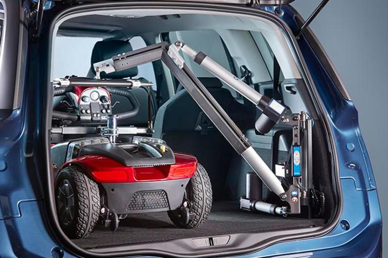 Grúas para coches: ventajas y por qué elegirlas para subir la silla de ruedas